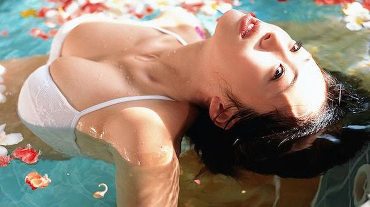 Sensual Asian babe soaking in the water