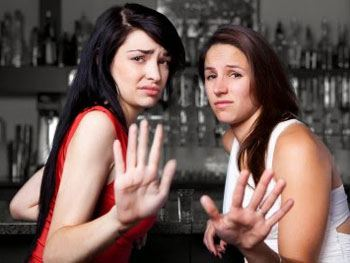2 snobby Western women reject man in bar