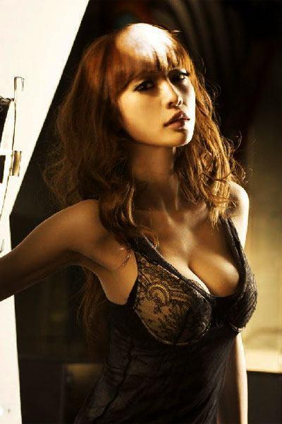 Ada Liu Yan in her black nighties