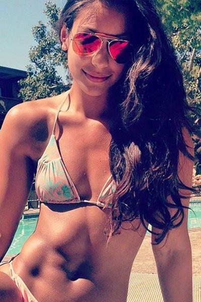Manuela Arbeláez with amazing abs