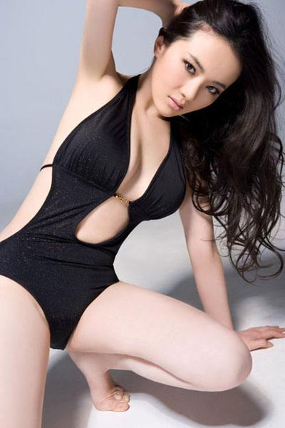 Meng Qian in a black one-piece bikini