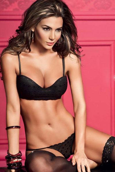 Natalia Velez smoking hot in blackbikini lingerie
