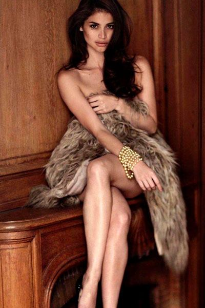 Provocative Anne Curtis-Smith