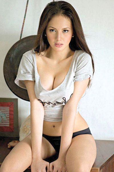 seductive look of Ellen Adarna