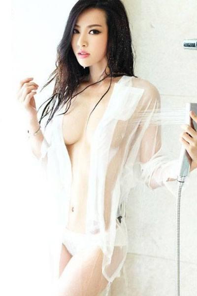 Sheng Xin Ran hot in the shower