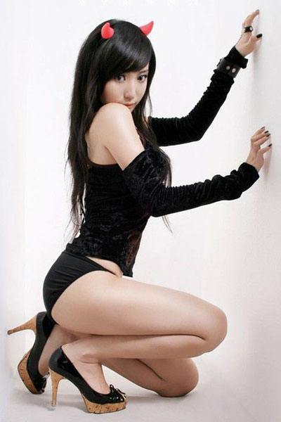 Wang Hui Xin in a cat suit