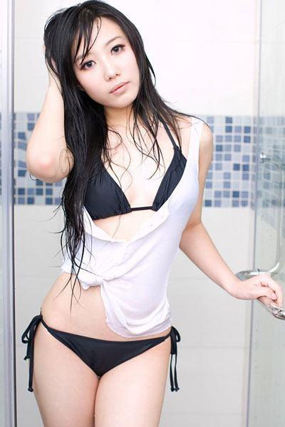 Wang Hui Xin in the showers