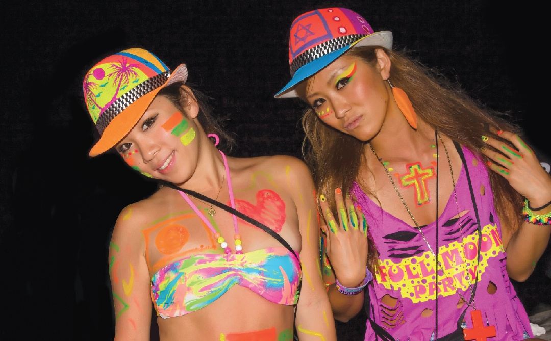 2 Thai girls at the full moon party