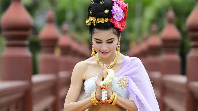 Thai girl doing the salute of respect