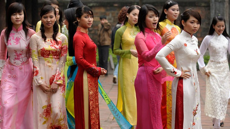Vietnamese girls wearing their traditional dress