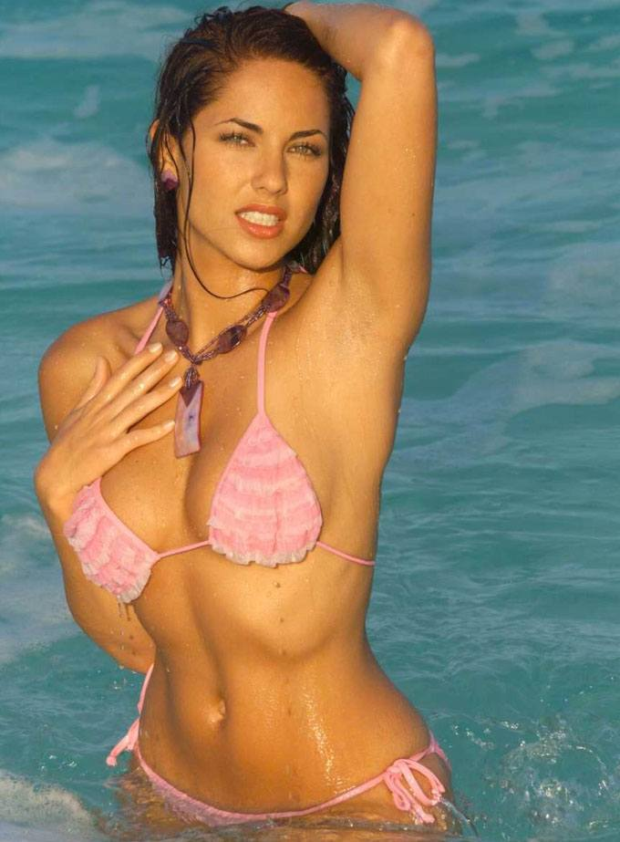Barbara Mori wet in the water