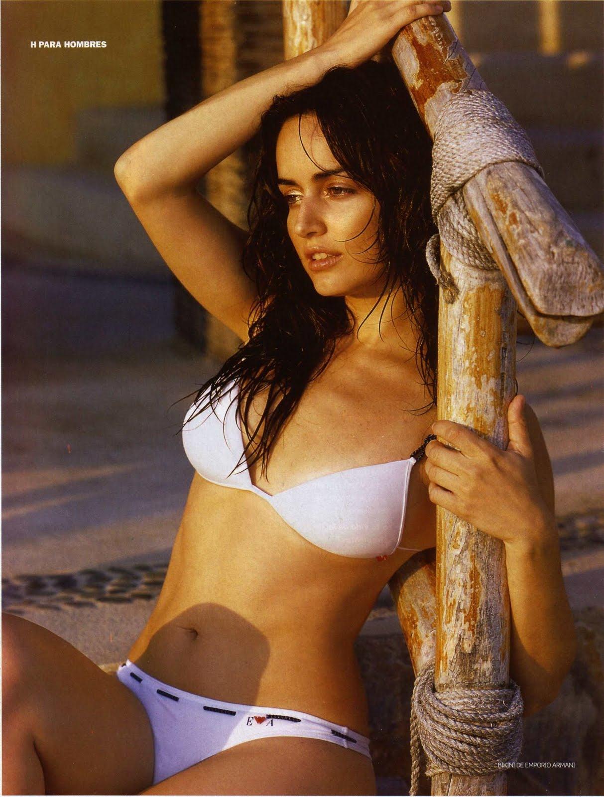 Ana de la Reguera sexy posing