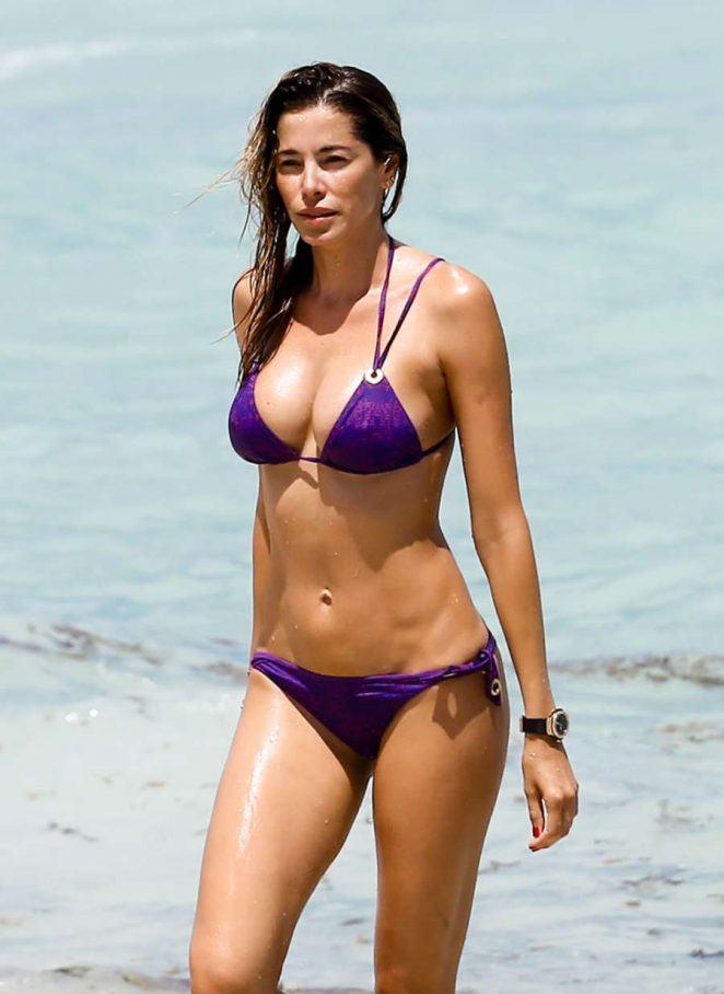 Aida Yespica in purple bikini