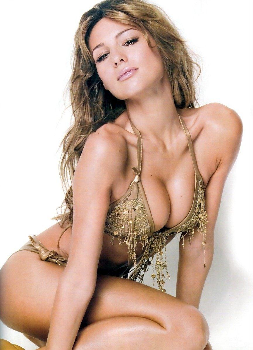 Carolina Ardohain gold bikini