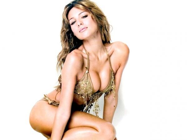 Carolina Ardohain in gold bikini