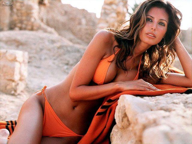 Elsa Benitez sizzling in orange bikini