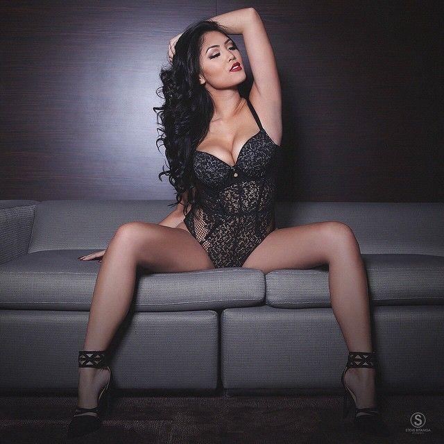 Marie Madore hot black lingerie
