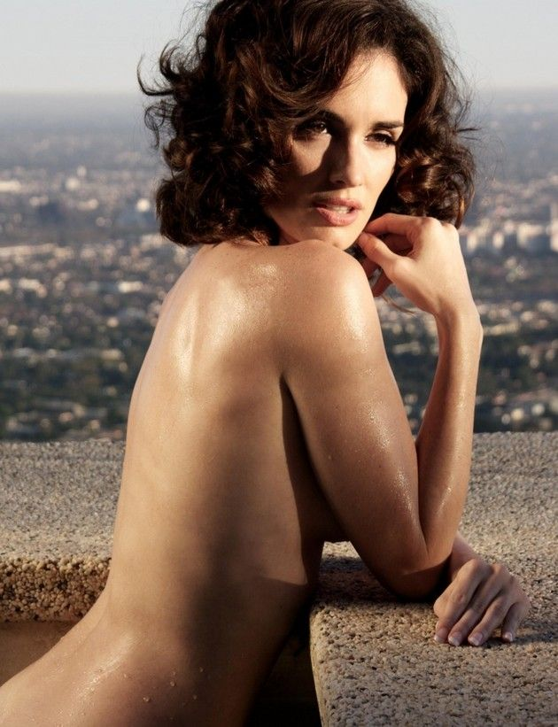 Paz Vega naked at the rooftop