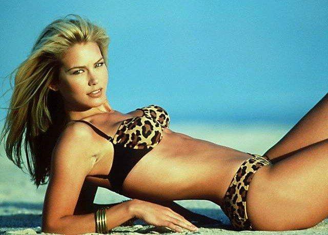 Valeria Mazza in leopard two-piece