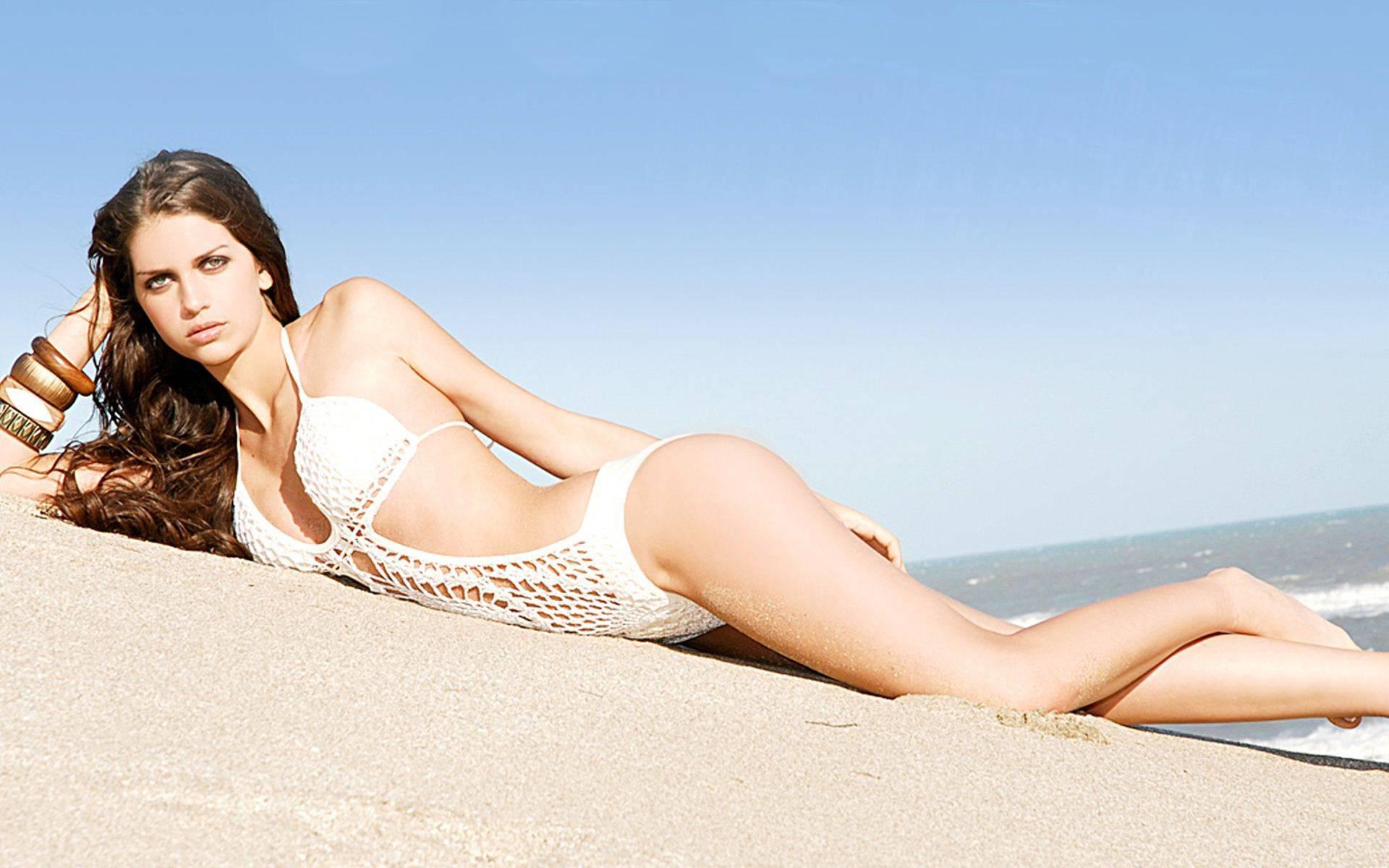 Zaira Nara in laced bikini on the white sand