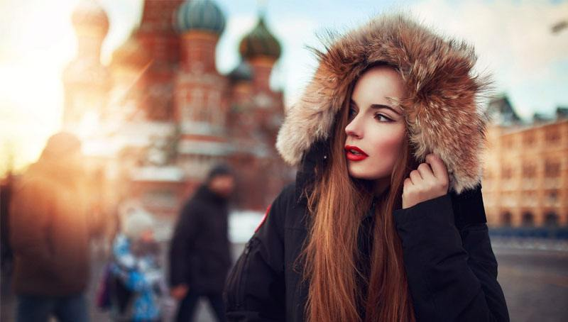 gorgeous Russian woman in front of the Kremlin