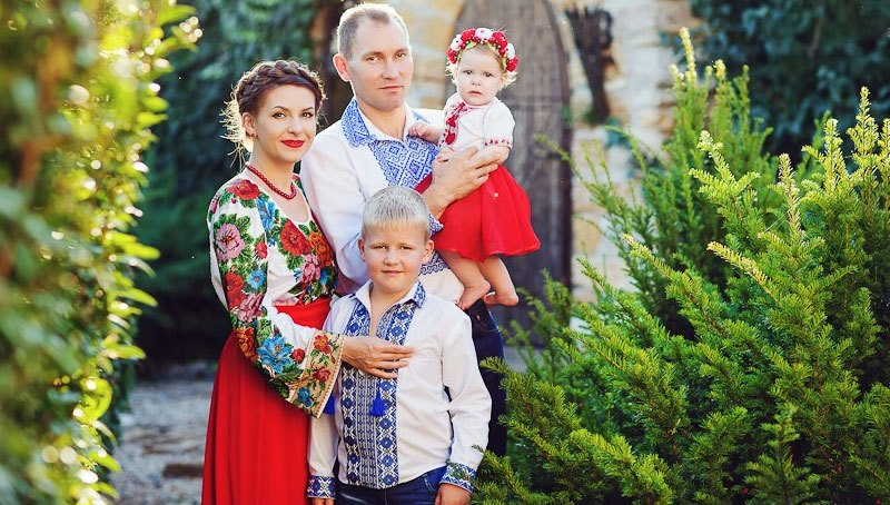 happy-and-traditional-ukrainian-family