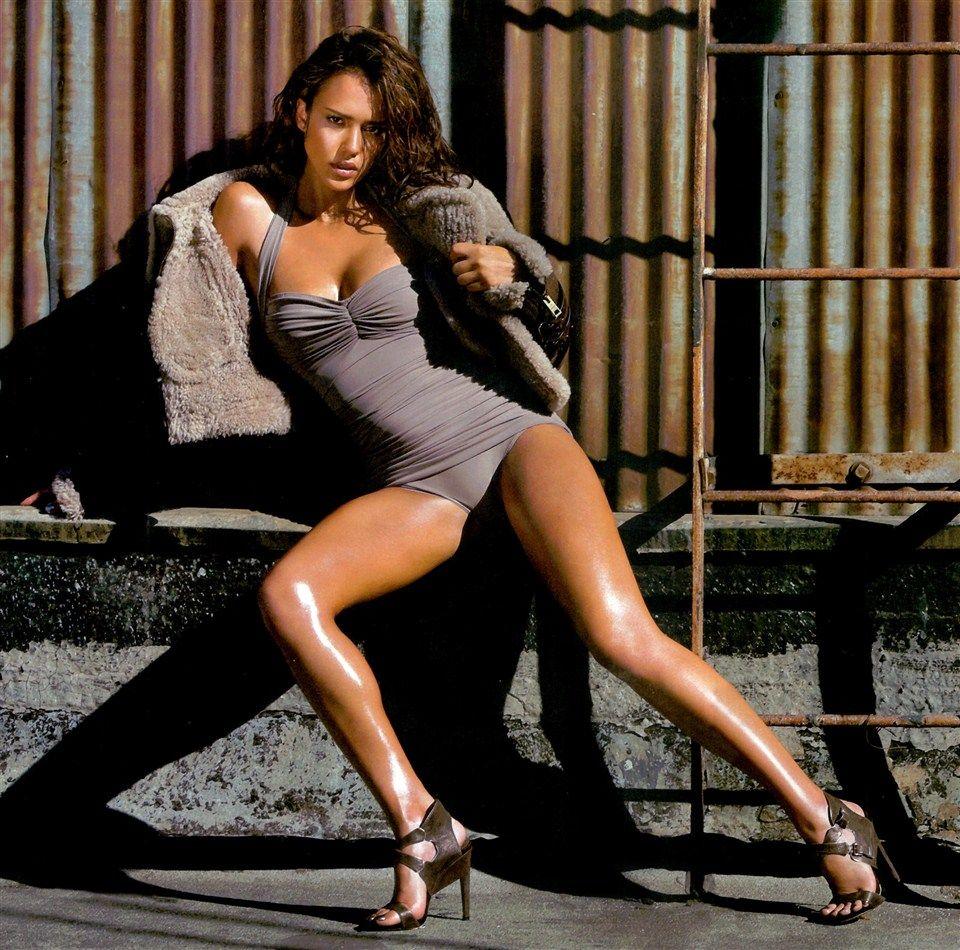 Jessica Alba hot legs