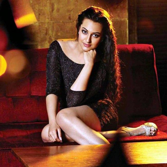 Sonakshi Sinha sexy curve