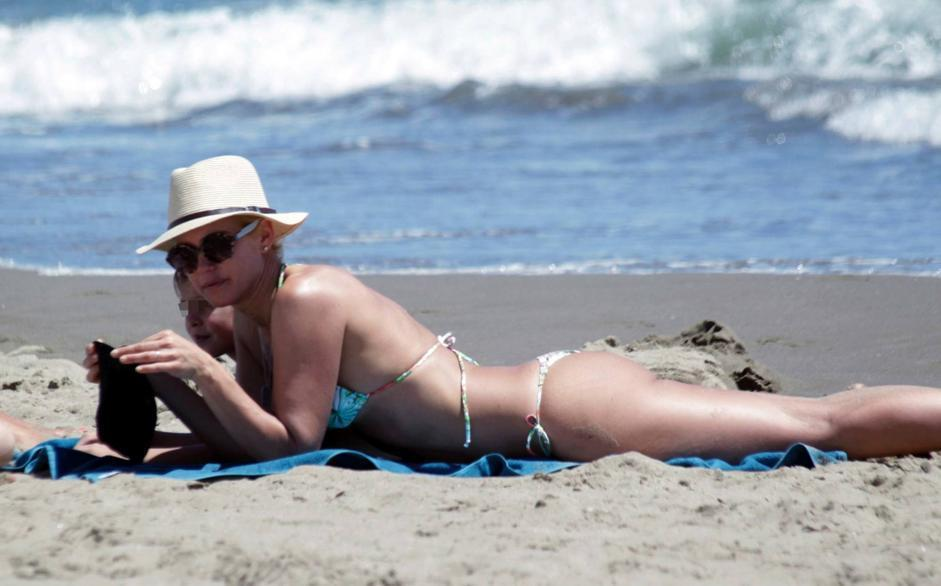 Valeria Mazza at the beach