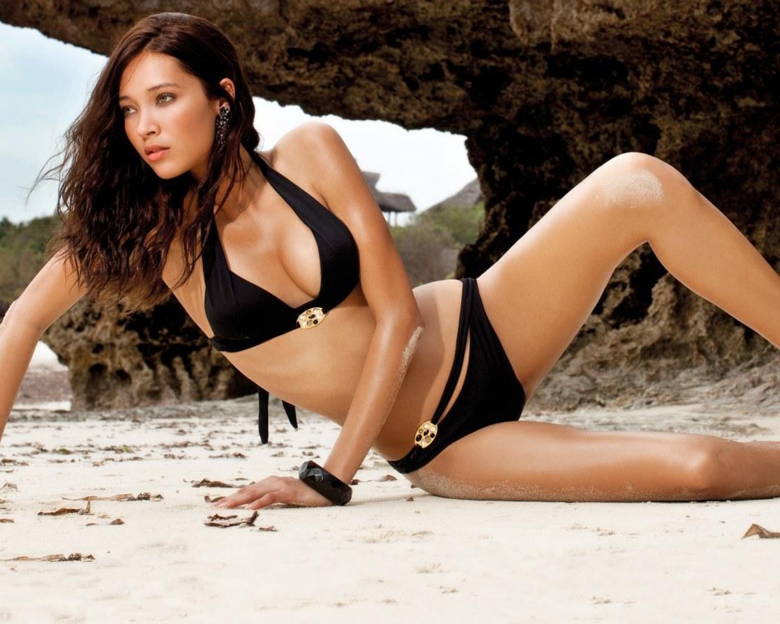 Daniela de Jesus Cosio in black bikini