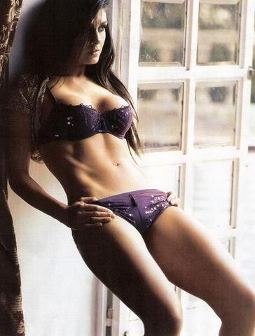 Mayrín Villanueva bond girl