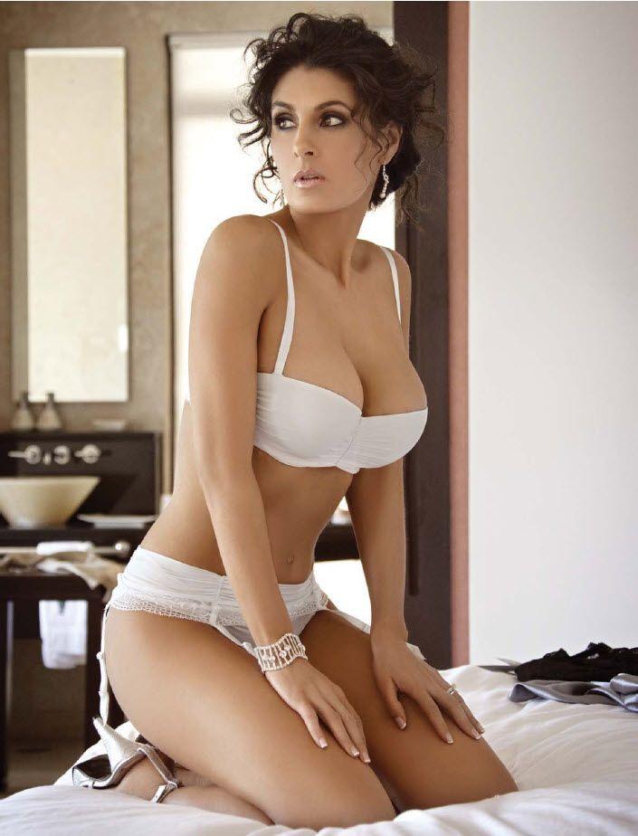 Mayrín Villanueva white bikini