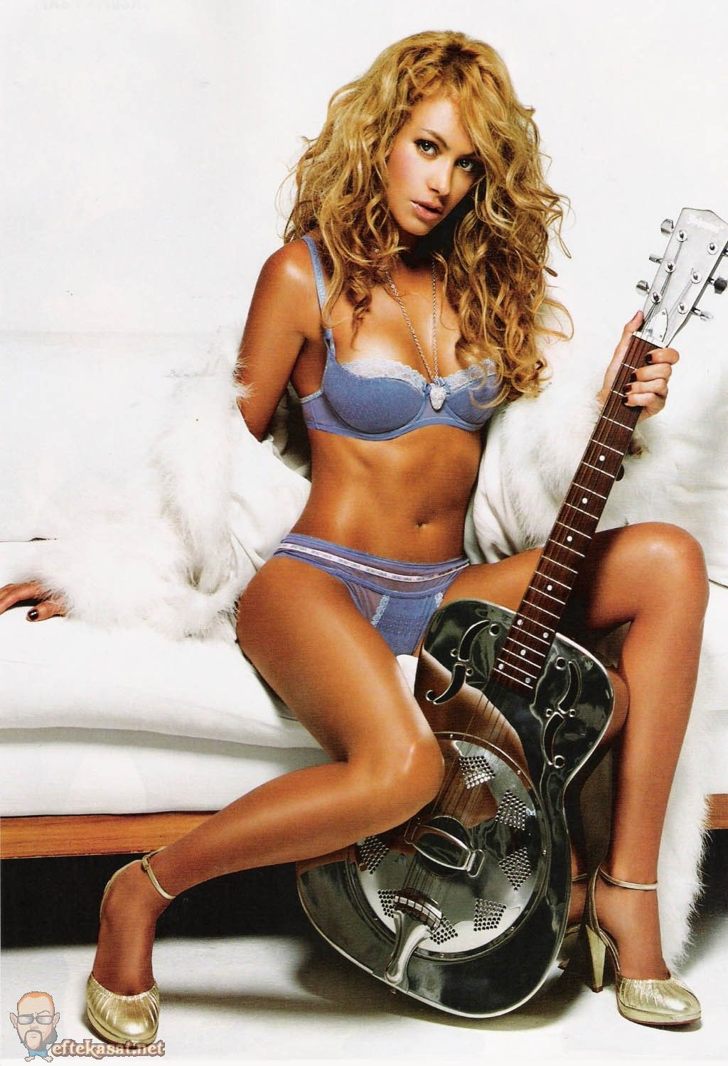Paulina Rubio with guitar