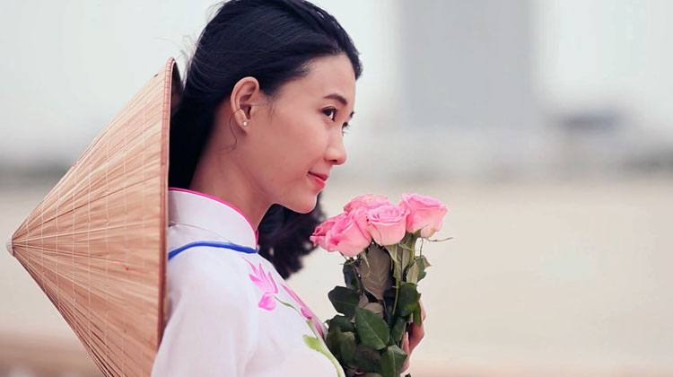 Viet girl feeling romantic holding flowers