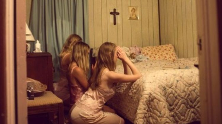 girls praying