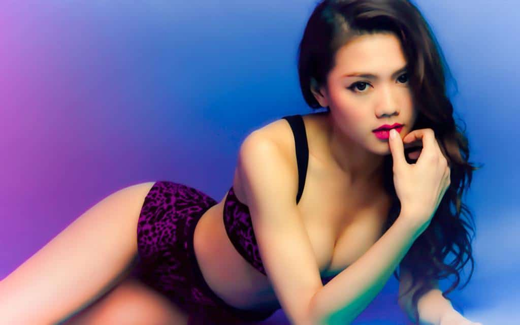 Chrissie Chau pretty and cute in bikini
