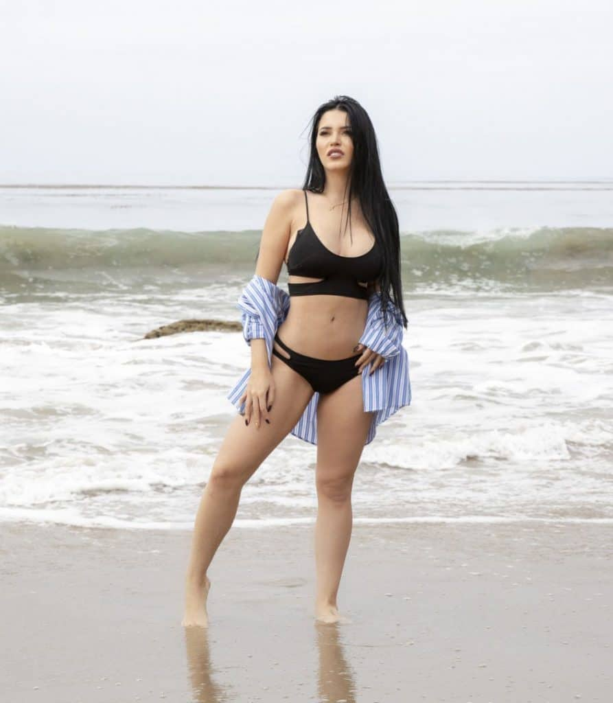 Claudia Alende pictorial at the beach