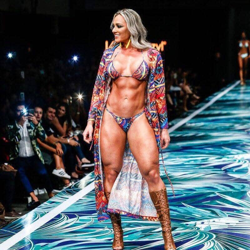 Juliana Salimeni toned body