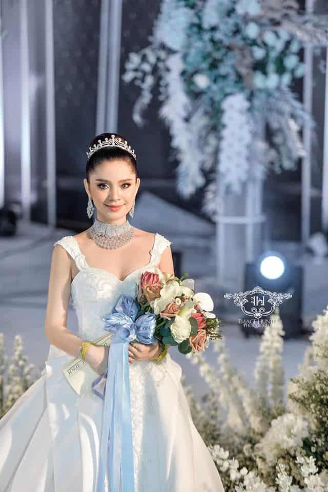 Mak Sensonita elegant in long gown