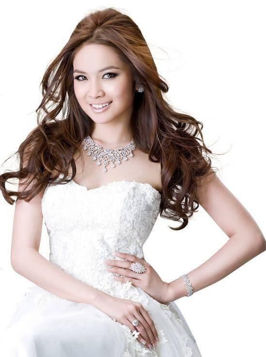 Mean Sonita elegant in a white dress