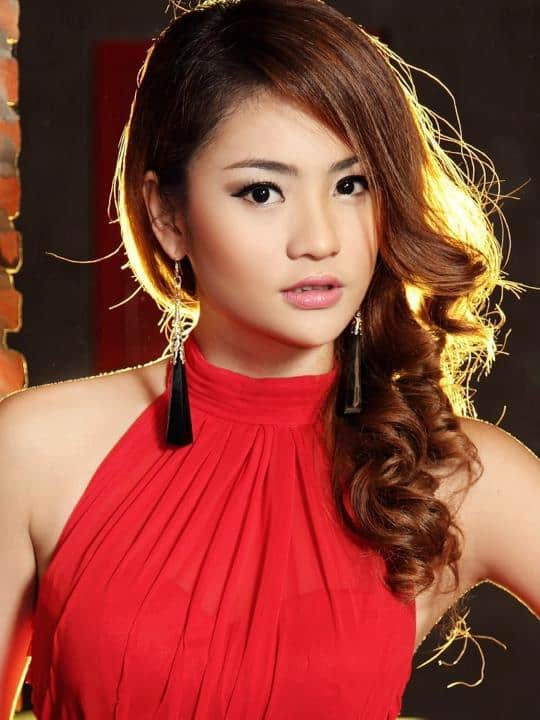 Sok Somavatey looking hot in red