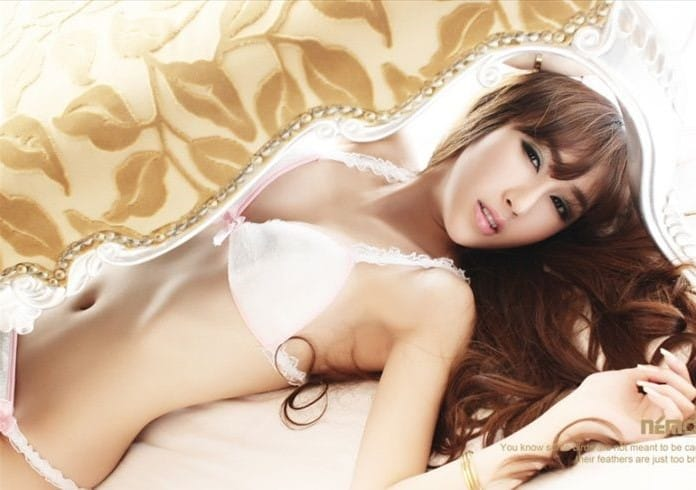 Zhang Qi Rui hot on bed