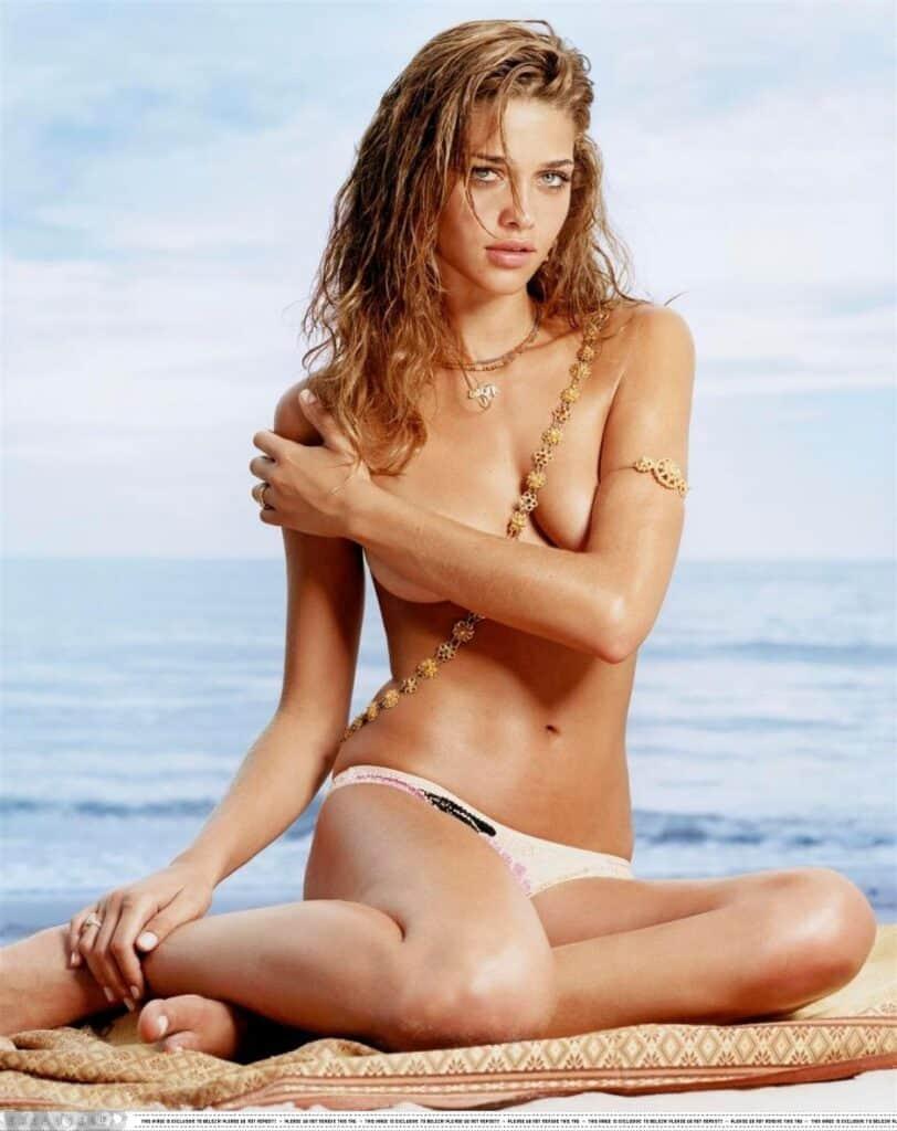 Ana Beatriz Barros naked topless
